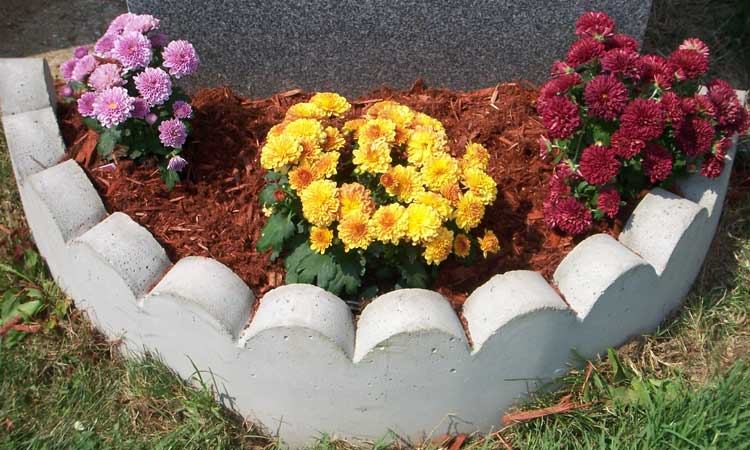 Gravestone-Seasonal-Flower-Plantings-with-border