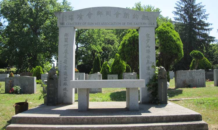 Sun-Wei-Association-Memorial-at-Cypress-Hills-Cemetery